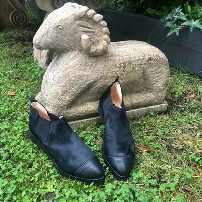Black fur ankle boot