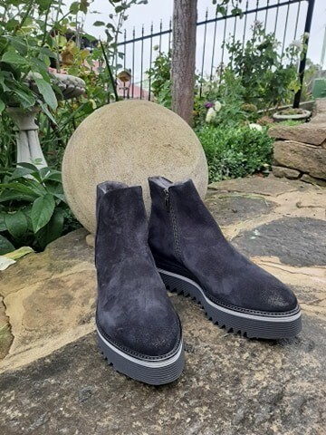 Laura B Fur Lined Black Suede Boots