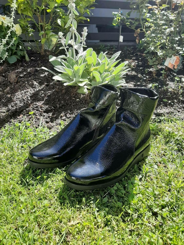 Super soft Patent Boot