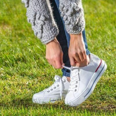 Classic white PG sneaker