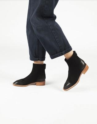 Modern Classic Flat Boot