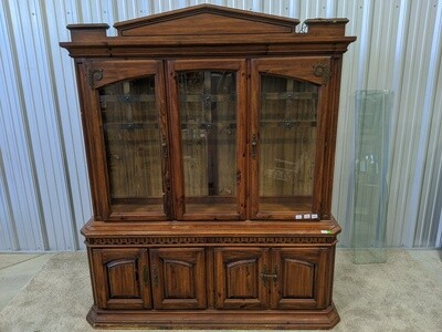 Hutch with 2 Glass Shelves #1844