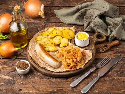 THURINGIAN BRATWURST WITH SIDE DISHES