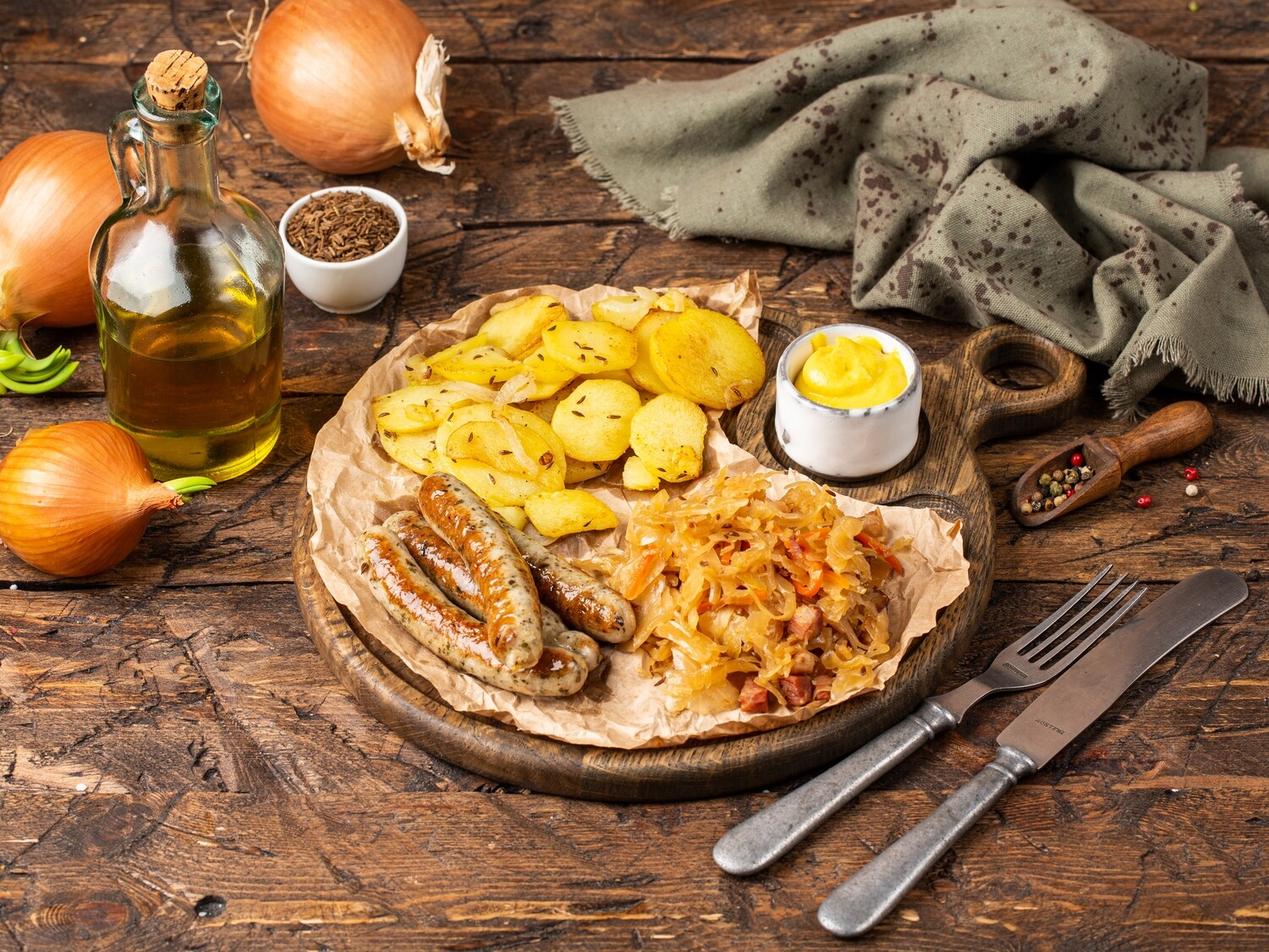 NUREMBERG SAUSAGES WITH SIDE DISHES
