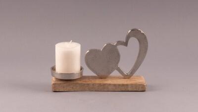 Kerzenständer mit Herzen