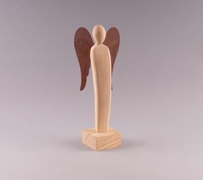 Engelskulptur mit Edelrost-Flügeln