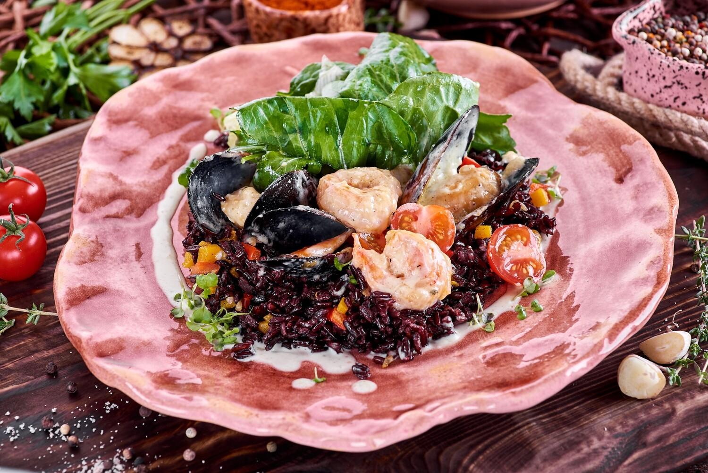Морепродукты в соусе чмерули