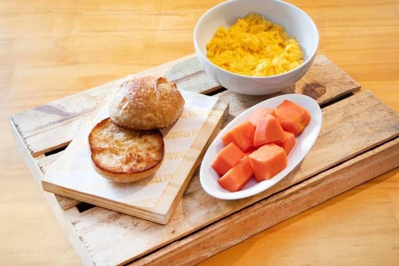 Ovos mexidos + Fruta