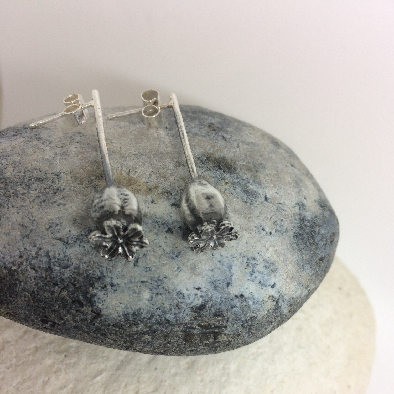 Medium poppy earrings