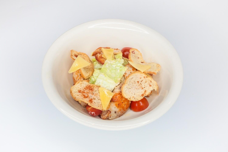 Салат цезарь с куриным филе