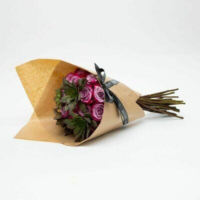 CERISE Bouquet com 12 rosas colombianas e suculentas