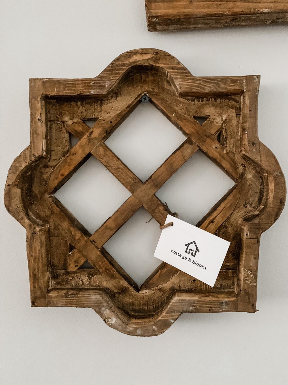 Square Lattice Window (Natural Wood)