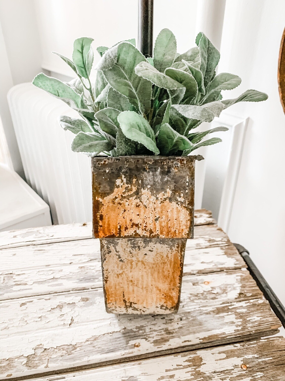Corbel Planter