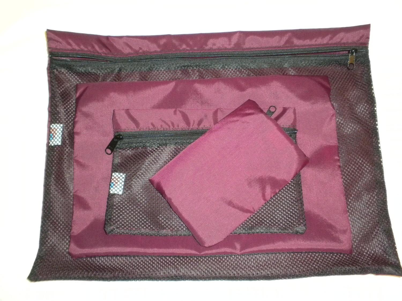 Zippered mesh organizer bag