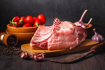 Landuro Schweinerücken mit Knochen 500g