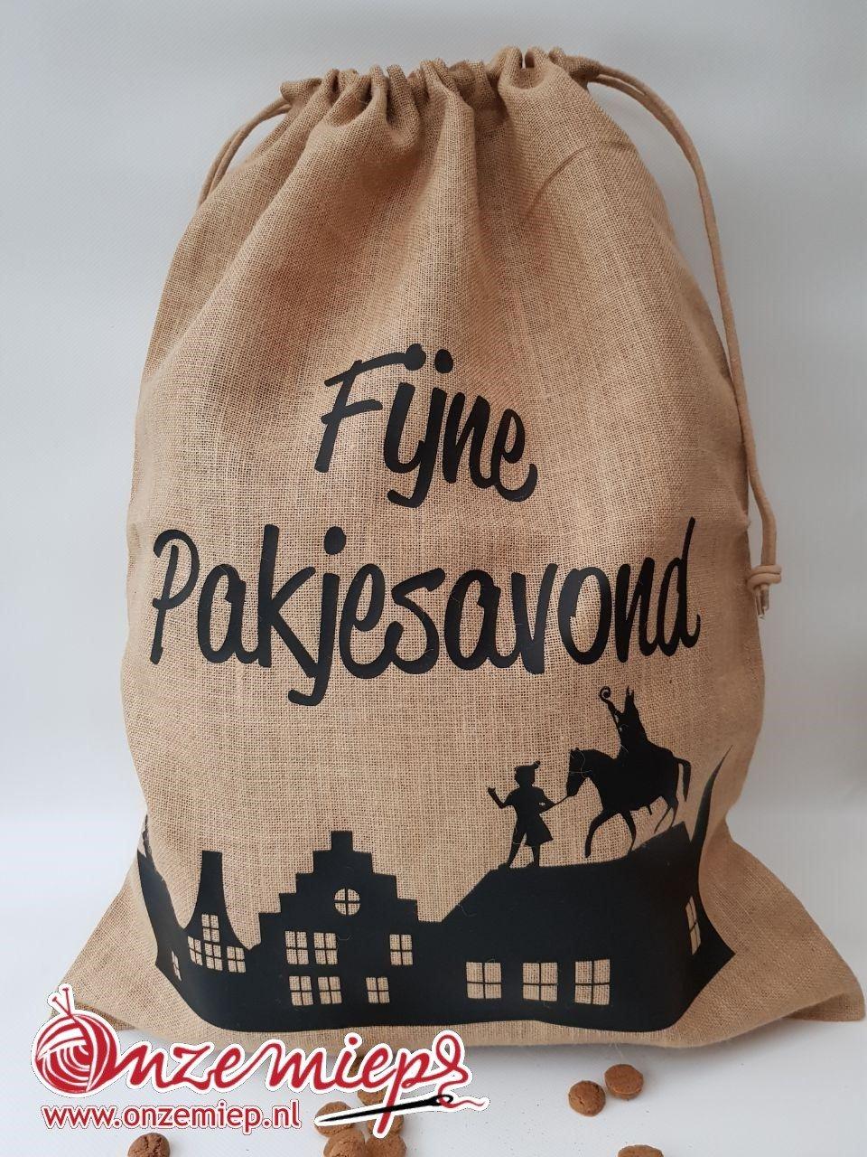 """Sinterklaas jute zak voor cadeautjes met de tekst """"Fijne pakjesavond"""""""