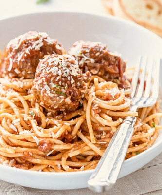 Spaghetti With Meatballs  and Marinara Sauce And Garlic Bread