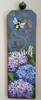 Bee Yourself Wallhanging | Finely Finished by Sandra Staiger
