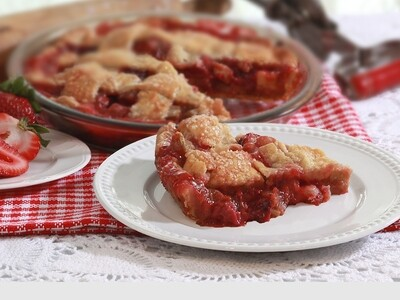 Large Strawberry Rhubarb Pie | Centerville Pie Company