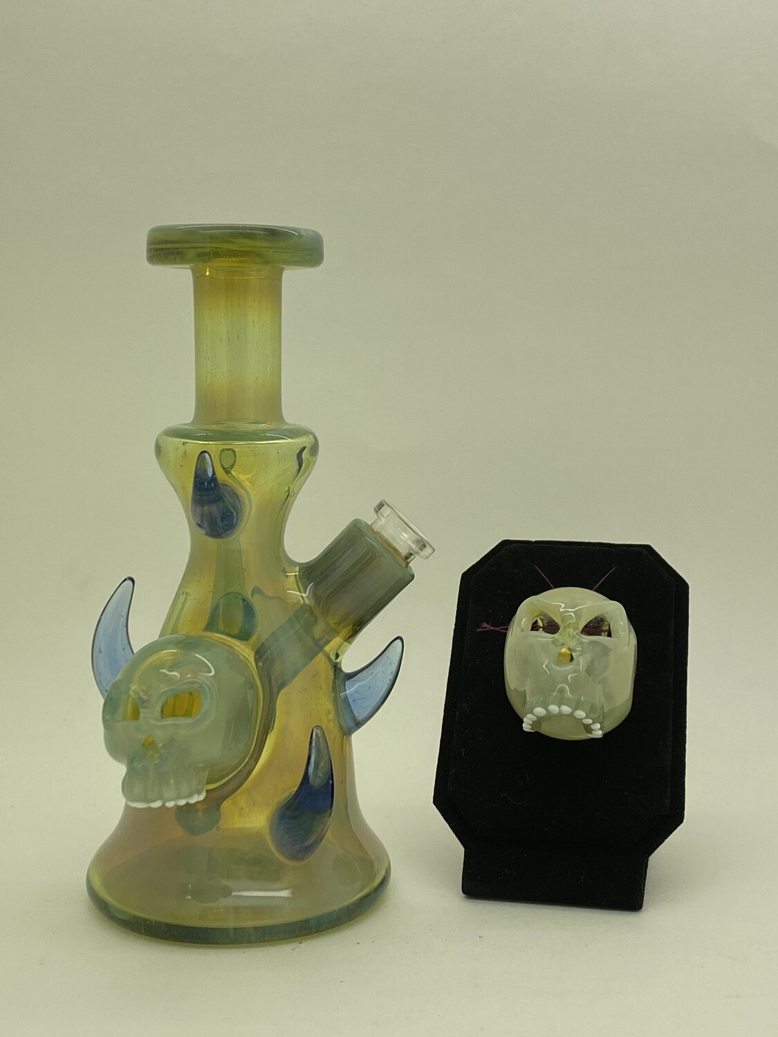 Curse Glass Skull Rig CFL w/ Matched Pendant