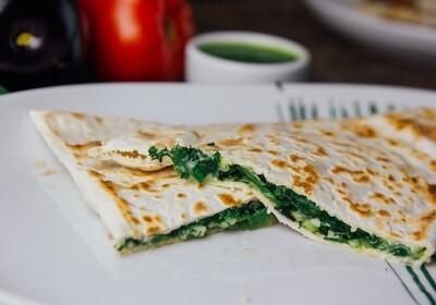 Чебурек із міксом зелені та сиру