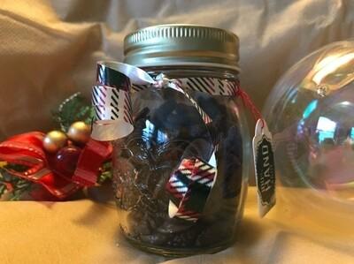 Gojibeeren mit Zartbitterschokolade im Geschenkglas