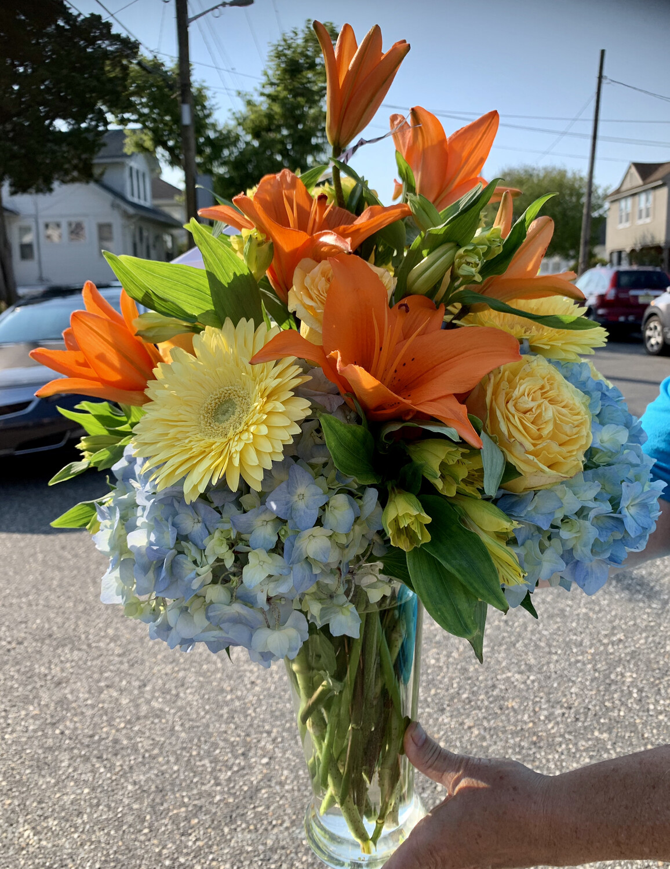 $125 Seasonal Vase Arrangement