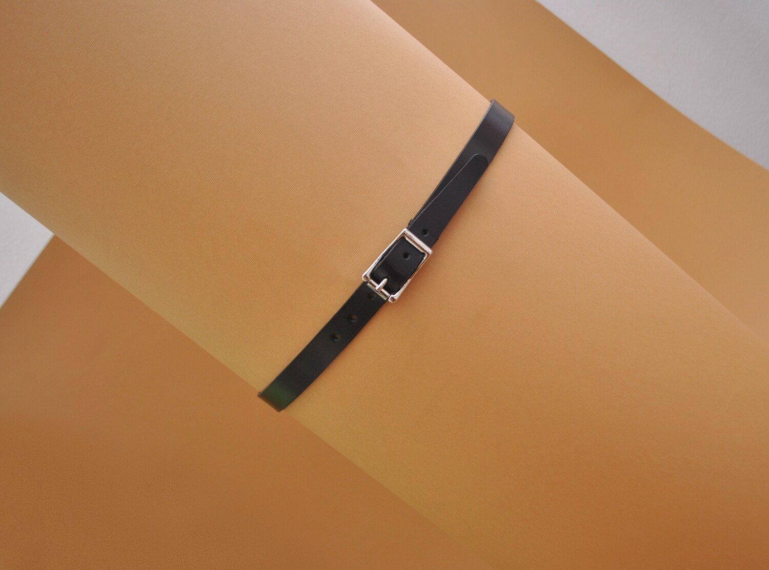 Woman's belt black