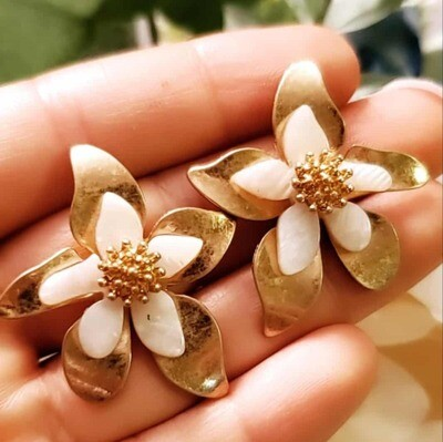 Flower Gold With White Earrings