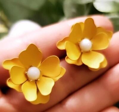Margarita Flowers Earrings With Pearl