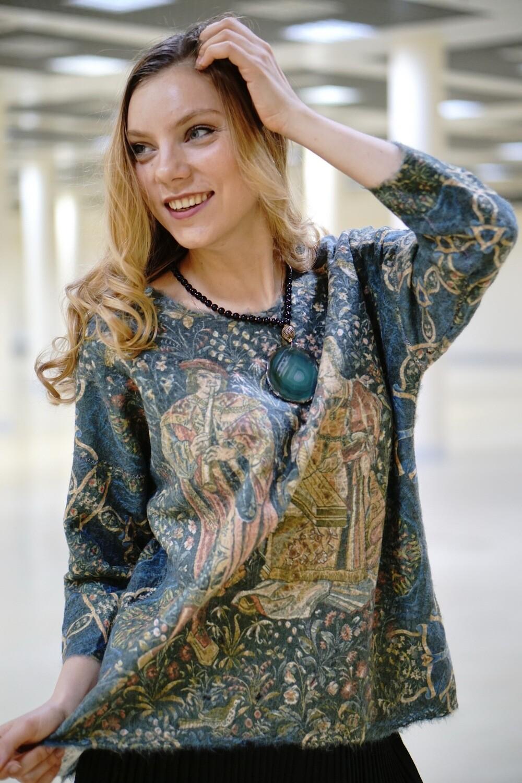 Легкий шерстяной свитер от Yaga