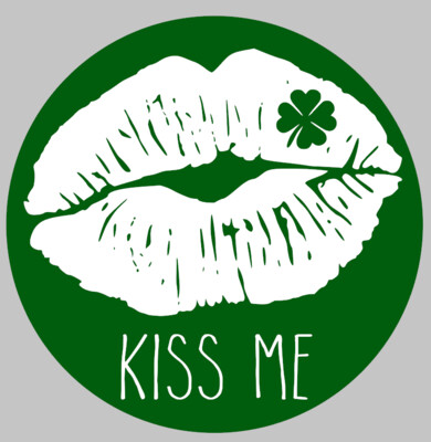 St. Patrick's Day Round Kiss Me with 3D piece