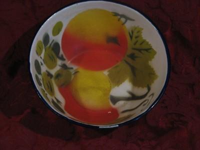 Enamel ware Bowl, White W/Apple design on outside and inside