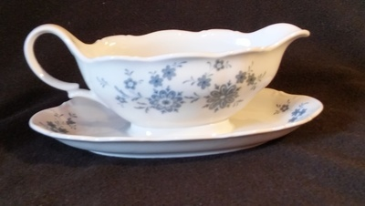 Seltmann Weidess Bavaria, Gravy Boat with Fixed Bottom Plate, Theresle Pattern