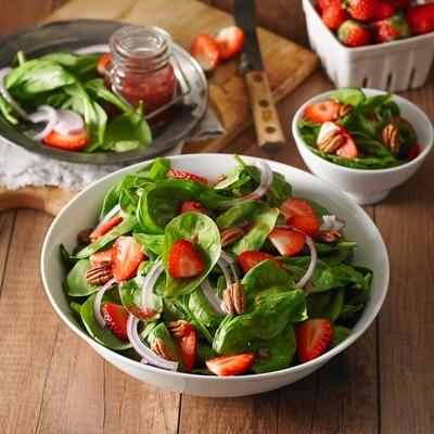 Strawberry Spinach & Pecan Salad