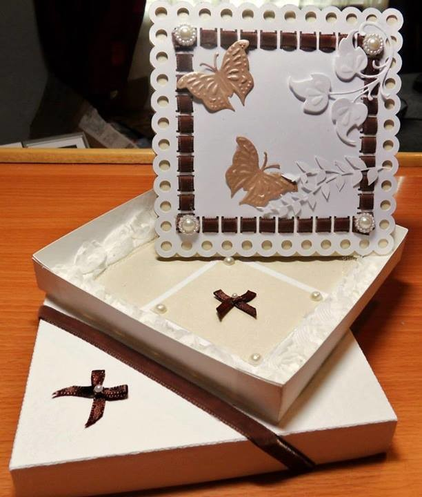 Twisted Easel Card D3