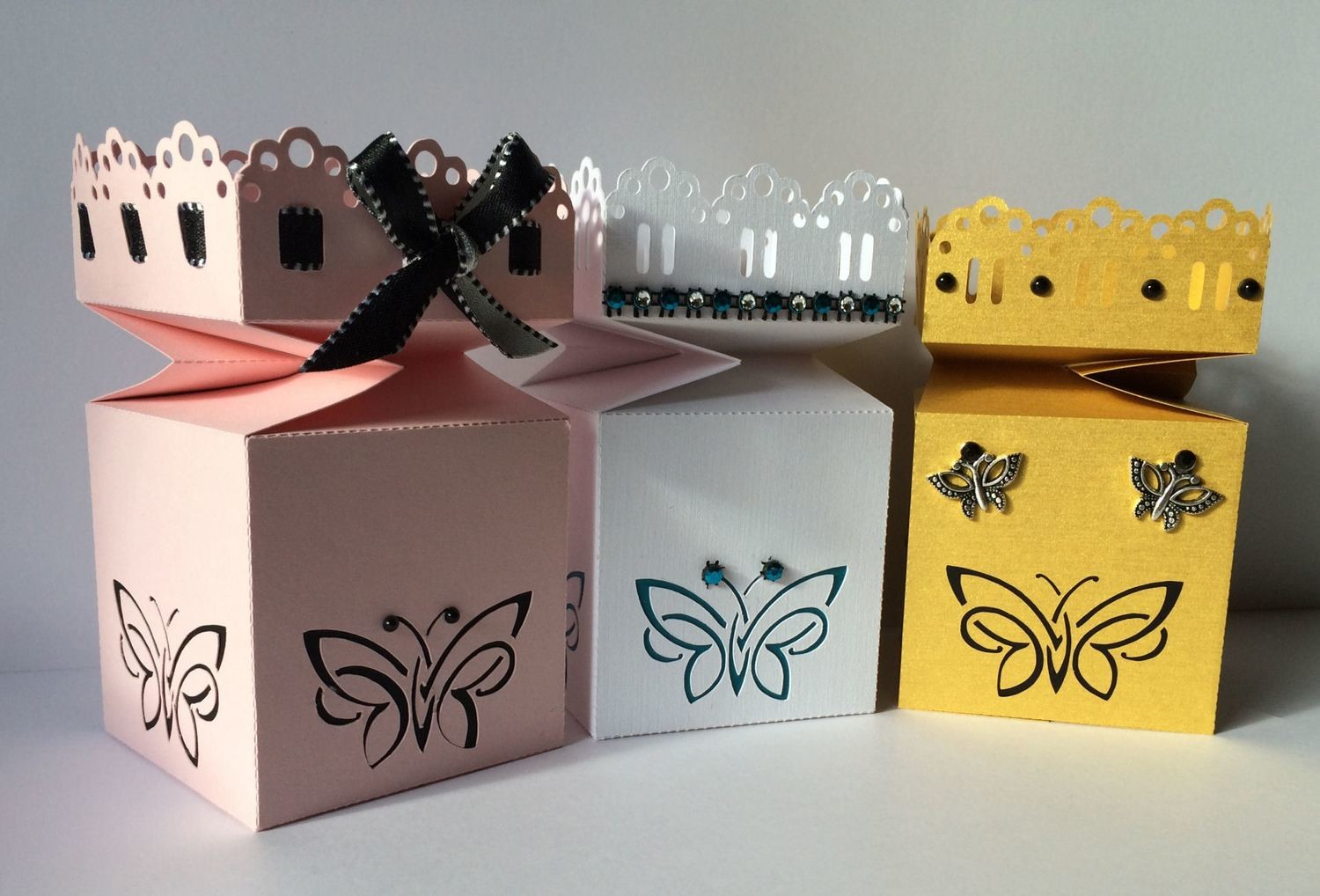 Butterfly gift / favour box - all in one with lid attached,