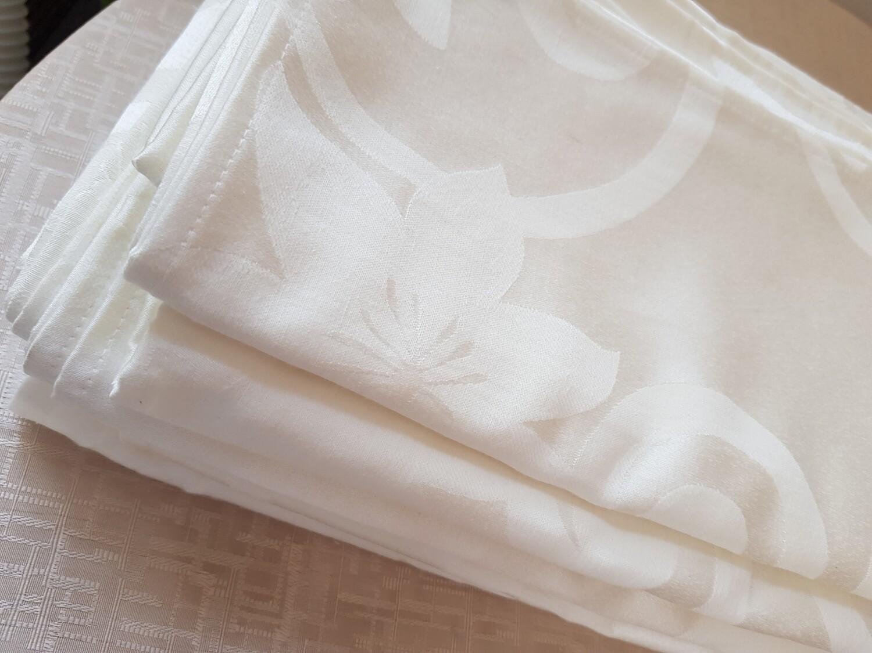 Servet  damasc ivory, model crini 38x38 cm