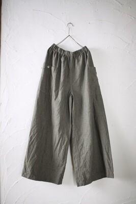 Linen wide-leg pants. Color: mugwort