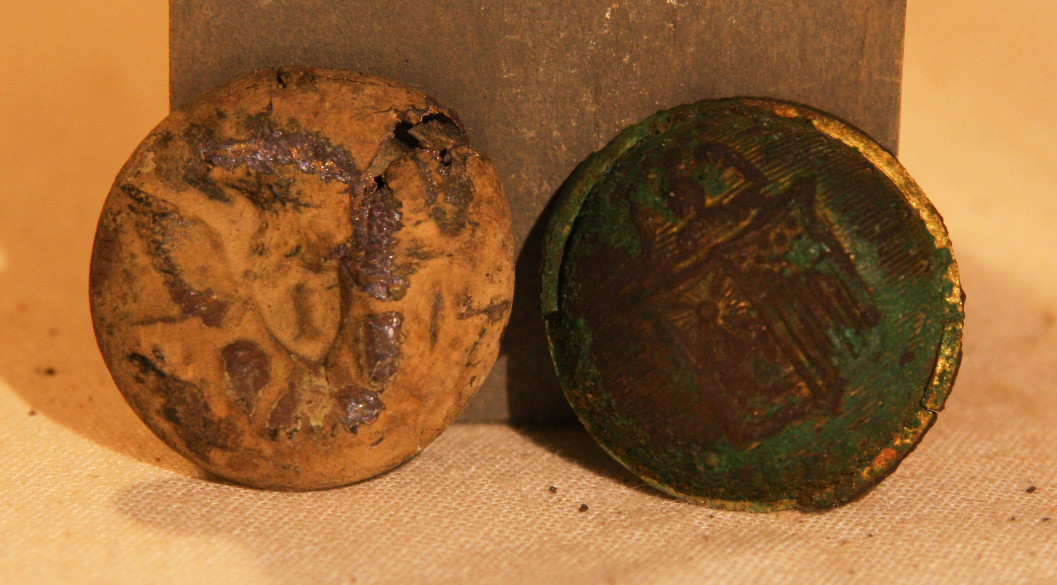 JUST ADDED ON 2/20 - WHITE OAK CHURCH NEW YORK CAMP / ADJACENT TO MUSEUM - Eagle I Coat Button & Face of a New York Coat Button