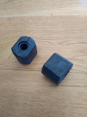 Pair Front Outer Anti-Roll Bar Bushes M530