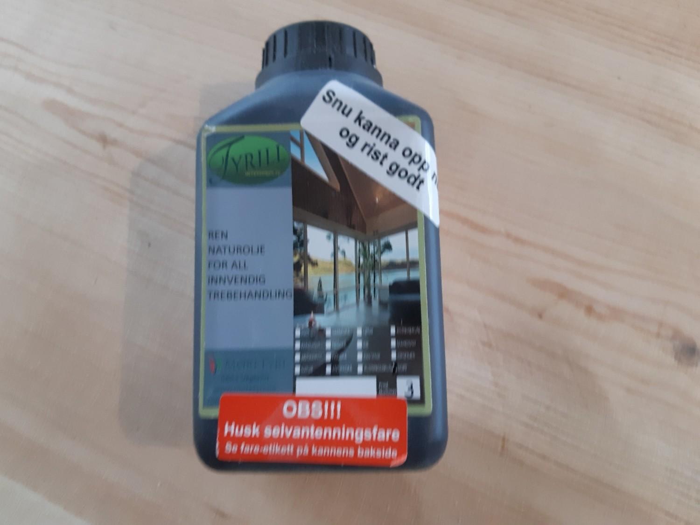 Tyrill interiørolje 0,5 liter sort