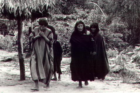 Ashaninka Men & Women in Cushmas • Photo by Dilwyn Jenkins of Ecotribal