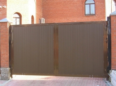 Распашные уличные ворота 4660х2200 коричневые