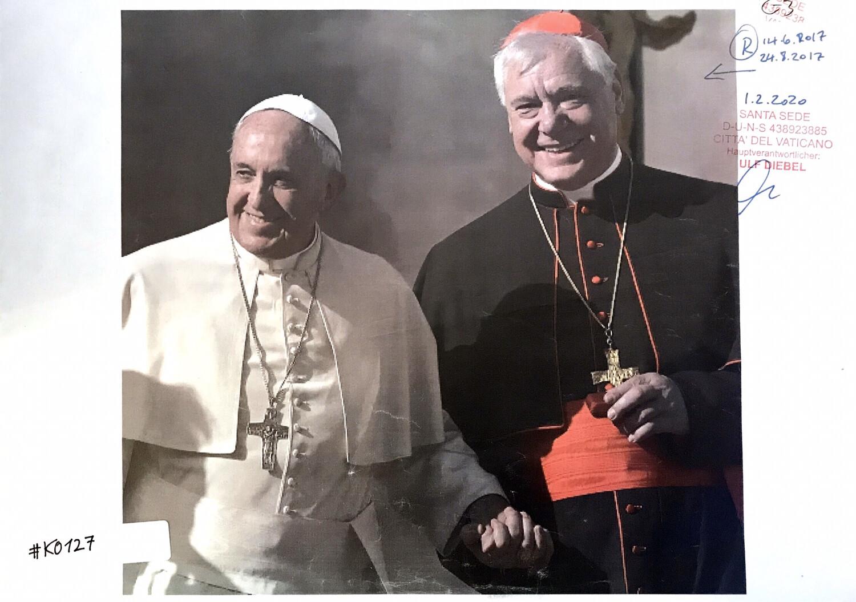 #K0127 l Papst Franziskus und Kardinal Müller