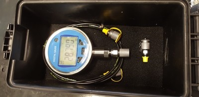 Digital Pressure Test Kit 0-8800 PSI 100mm Dia face 2m test hose & tough case.