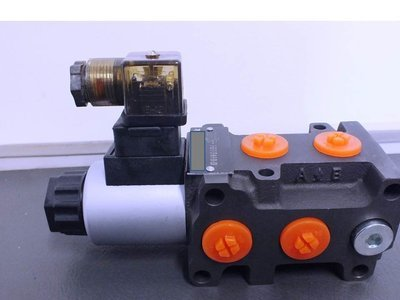 HYDRAULIC 6 PORT DIVERTER VALVE 50 - 80 Lt/Min 3000 PSI 3/8