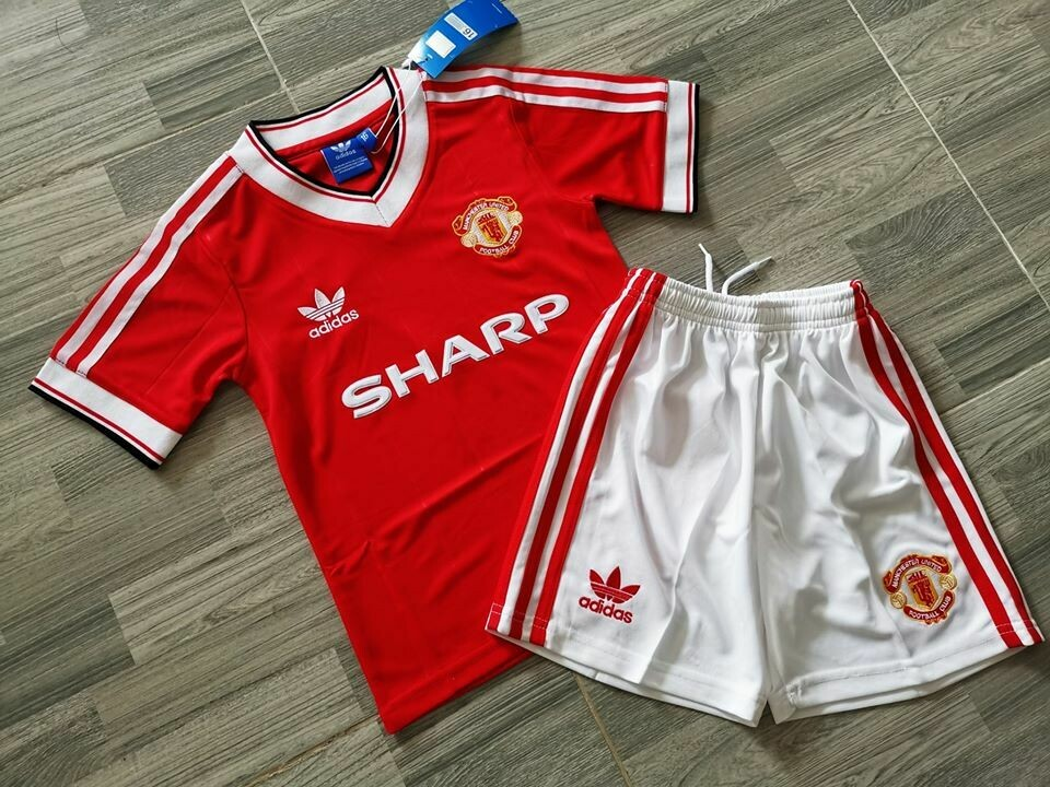 COMPLETINO BAMBINO  KITS KIDS  MANCHESTER UNITED