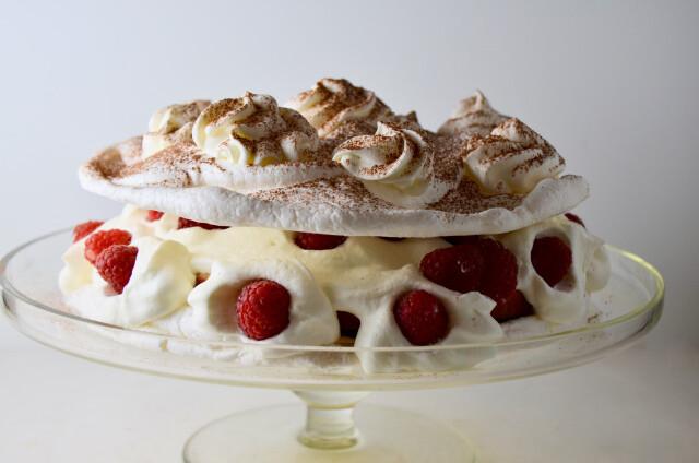Vanilla scented meringue (gf) Fresh cream, with Wicklow strawberries. (3,9)