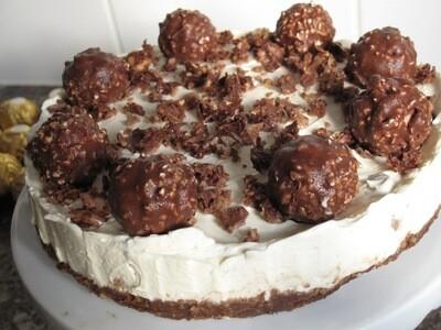 Ferrero Rocher cheesecake, fresh cream (1,3,7,8,9)